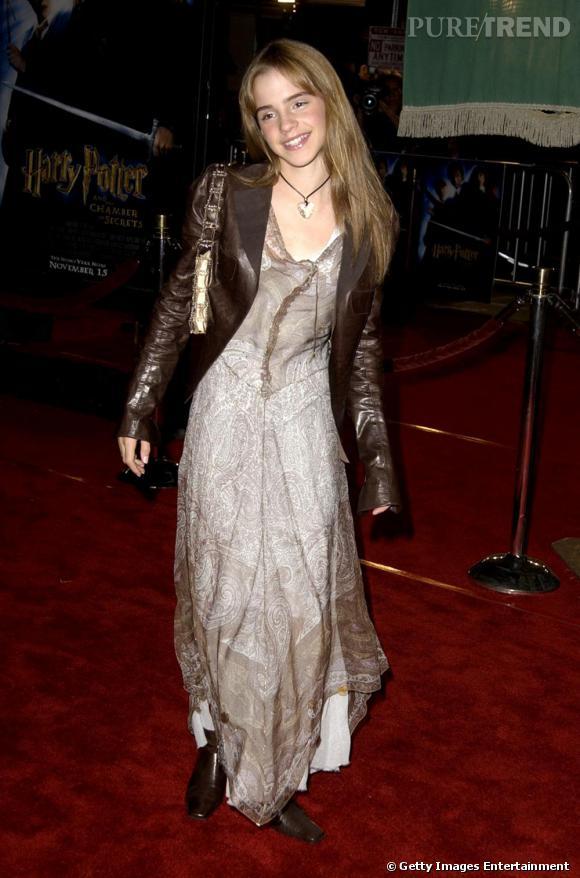 Pour sa première fois à Los Angeles, l'actrice se méthamorphose en mini modeuse en alliant longue robe fluide et veste en cuir. Respectant bien l'harmonie des couleurs, elle démontre un certain potentiel.