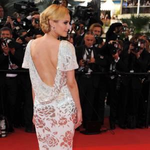 Diane Kruger aussi se laisse tenter... Elégamment coiffée, la chute de reins mise en valeur avec beaucoup de grâce dans une robe seconde peau.