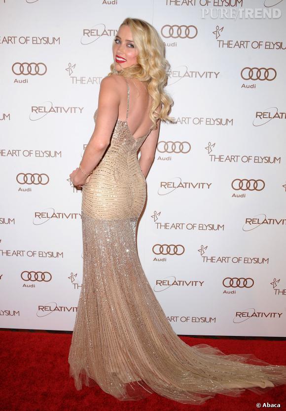 Amber Heard, déjà pro de la pose sexy.