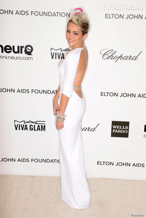 Miley Cyrus peut aussi se la jouer sexy et même sans montrer sa culotte.
