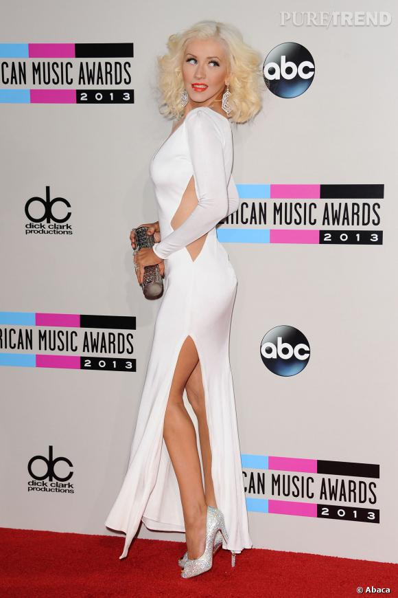 Depuis qu'elle a minci, Christina Aguilera ne manque jamais une occasion de mettre en avant sa chute de reins.