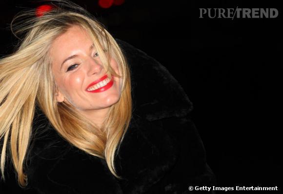 Sienna Miller, de sortie dans les rues de Londres, toujours aussi radieuse.
