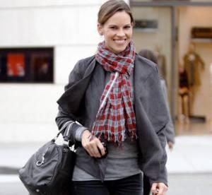 Hilary Swank grisée par l'hiver... à shopper !
