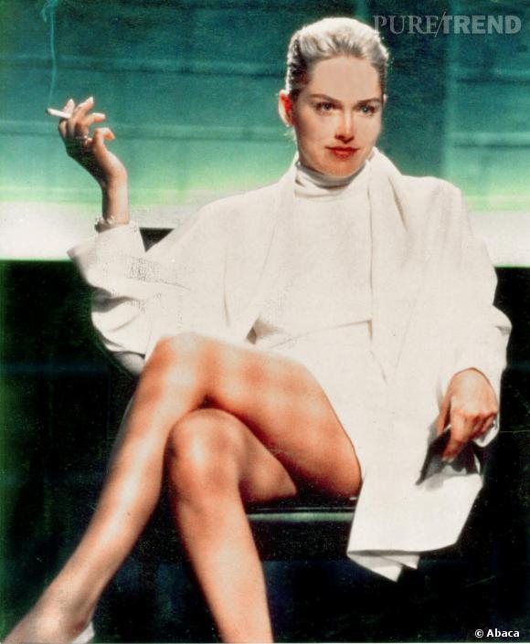 Qui ne se souvient pas de cette scène mythique interprétée par une Sharon Stone très peu pudique dans Basic Instinct ? Avec ce rôle l'actrice accède au statut de sex symbol.