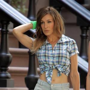 Dans Sex&The City, elle incarne une célibatante sexy en tenues affriolantes et bête de mode. Elle ne jure alors que par Manolo Blahnik et Christian Louboutin.