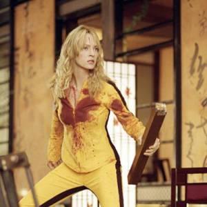 Après avoir joué les brunes sulfureuse dans Pulp Fiction, dans Kill Bill, Uma Thurman s'affiche dans une combinaison moulante jaune sans ressembler à Titi grâce à un corps des sculpturals.