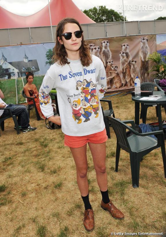 """Ce qui celle là ?  Coco Sumner, une chanteuse pop/rock à la tête du groupe """"Blame Coco"""". Et la fille de Sting accessoirement.    Pourquoi elle a marqué 2010 ?  Parce qu'avec sa moue boudeuse et ses micro shorts destroy, elle a imposé son style un brin crado mais encensé dans tous les magazines de mode."""