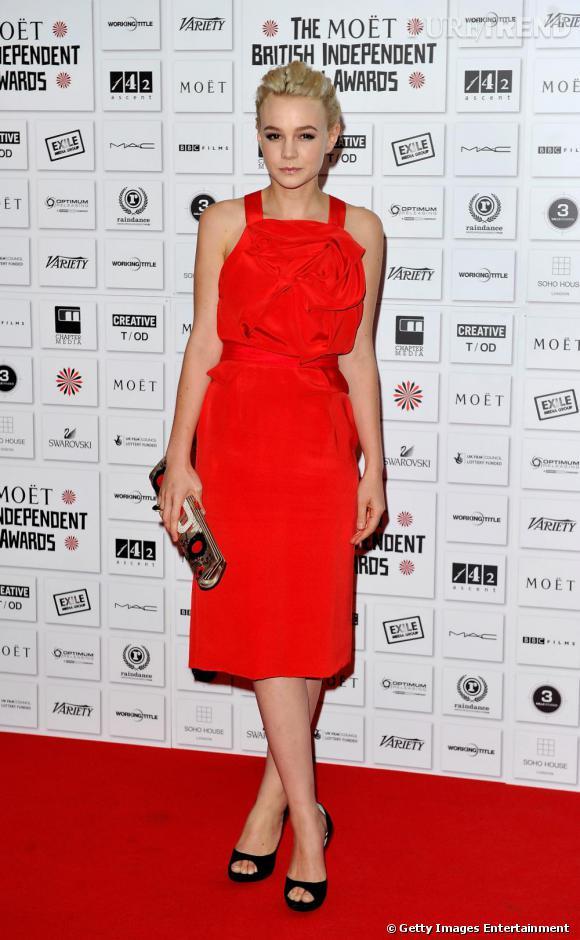 """C'est qui celle-là  ? Carey Mulligan, une actrice british qui a fait mouche dans """"Orgueil et Préjugés"""" en 2005.    Pourquoi elle a marqué 2010 ?  Pour son rôle dans """"L'éducation"""". Et elle a été élue """"Femme la mieux habillée de l'année"""" par le Harper's Bazaar."""
