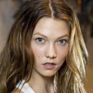 """Les secrets de beauté des stars : Nom : Karlie Kloss Profession : Mannequin  Son secret : """"Les compléments alimentaires anti-chute de cheveux Viviscal. C'est très efficace pour les cheveux surtout en période de stress..."""""""