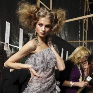 """Les secrets de beauté des stars : Nom : Anna Selezneva Profession : Top model  Son secret : """"Franchement, je fais le mininum ! Je me lave le visage à l'eau, et  quand je n'oublie pas, je mets de la crème hydratante. J'aime bien les  produits Skincare que l'on ne trouve qu'au Japon et en Russie."""""""