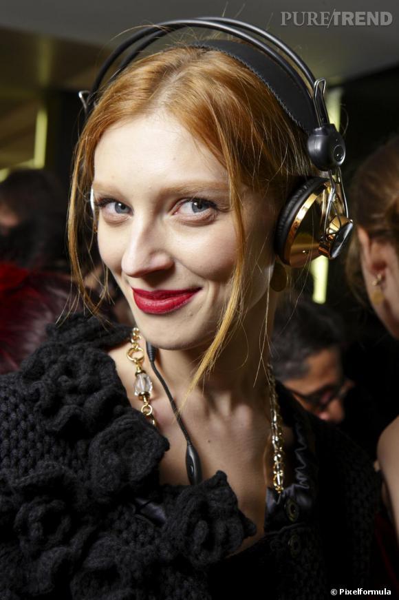"""Les secrets de beauté des stars :       Nom :   Olga Sherer     Profession :     Top Model              Son secret :   """" Pour le visage et le corps, j'utilise la crème pour bébé Mustella,  que je trouve uniquement en parapharmacie. Et côté make-up, une pointe  de mascara et de blush de chez M.A.C me suffisent !"""""""