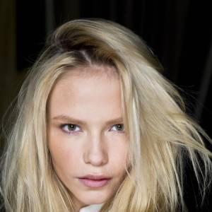 """Les secrets de beauté des stars : Nom : Natasha Poly Profession : Top Model  Son secret : """"Quand je vais voir ma mère, elle me prépare toujours une infusion  de camomille que j'utilise en eau de rinçage après le shampoing. C'est  le secret de mon blond..."""""""
