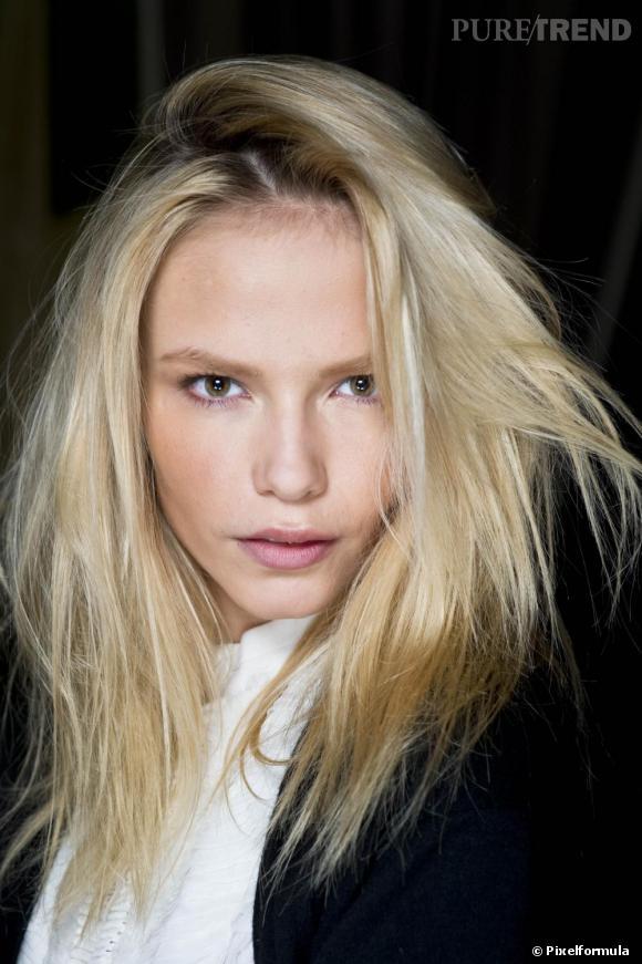 """Les secrets de beauté des stars :       Nom :   Natasha Poly     Profession :     Top Model              Son secret :   """" Quand je vais voir ma mère, elle me prépare toujours une infusion  de camomille que j'utilise en eau de rinçage après le shampoing. C'est  le secret de mon blond..."""""""