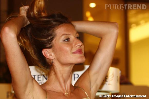 """Les secrets de beauté des stars : Nom : Gisèle Bundchen Profession : Top Model Son secret : """" En été, je ne me maquille pas et je bois beaucoup. Mon secret de   beauté pour l'été ? Boire de l'eau de coco. Fraiche ou en brique, j'en   bois sans modération car elle est riche en potassium et en acides   aminés, elle permet une hydratation maximale du corps et de la peau.   L'eau de coco, c'est l'alliée beauté des Brésiliennes."""""""