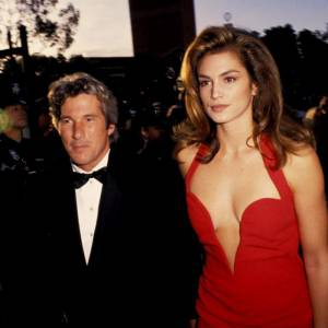 Le glamour 90's de Richard Gere et Cindy Crawford, couple culte de la décennie.