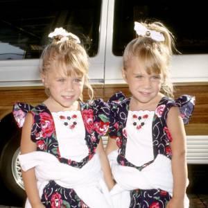 Les jumelles Olsen lorsqu'elles n'avaient pas encore amorcé leur tournant gothique chic.
