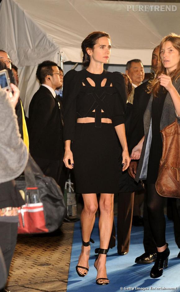L'actrice prend des risques en robe Givenchy découpée Printemps/Été 2009.
