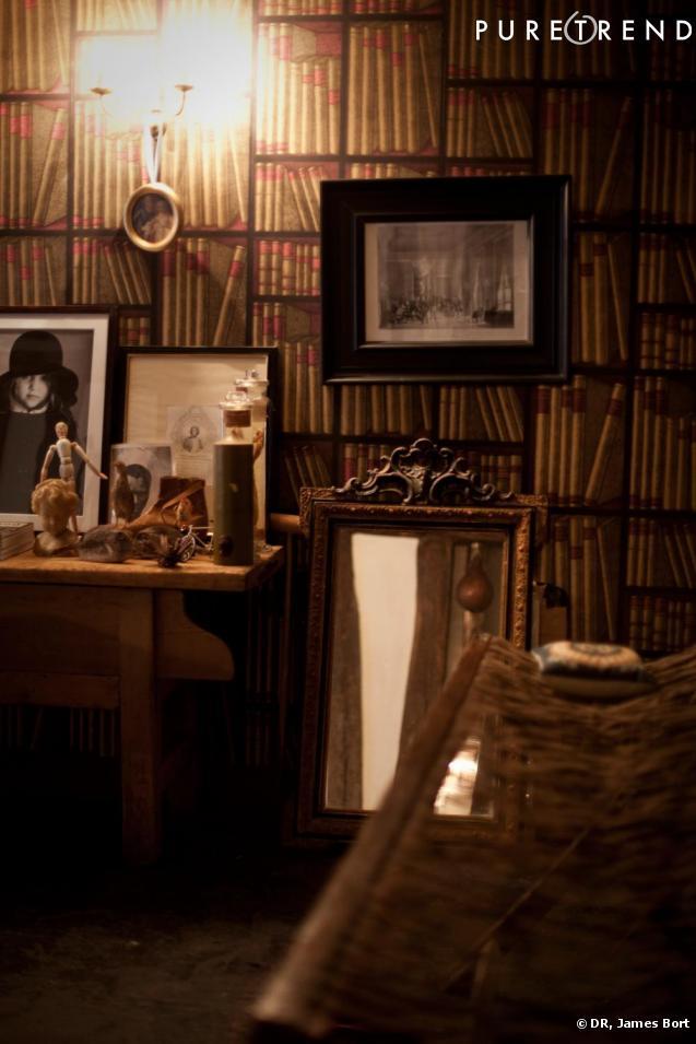 dans mon bureau j 39 ai aussi bien des photos de ma famille. Black Bedroom Furniture Sets. Home Design Ideas