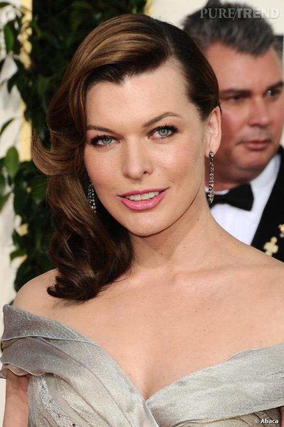 Milla Jovovich invitée aux Golden Globes, à Los Angeles.