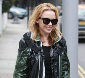 Kylie Minogue, stylée en K-way