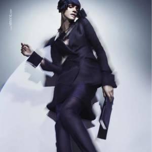Elisa Sednaoui pour Giorgio Armani  Mannequin reconverti dans le cinéma, Elisa n'en délaisse pas pour autant les défilés de mode et les campagnes publicitaires. Après Chanel et Diane von Furstenberg, la saison précédente, elle incarne la femme Armani.