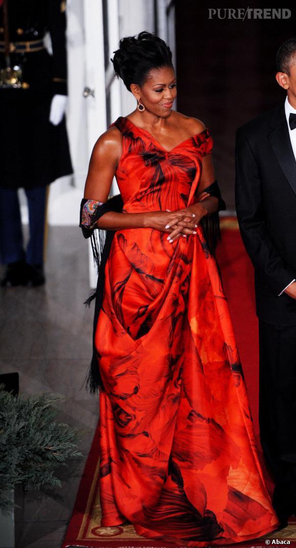 Chignon altier et allure de princesse, Michelle Obama est sublime.