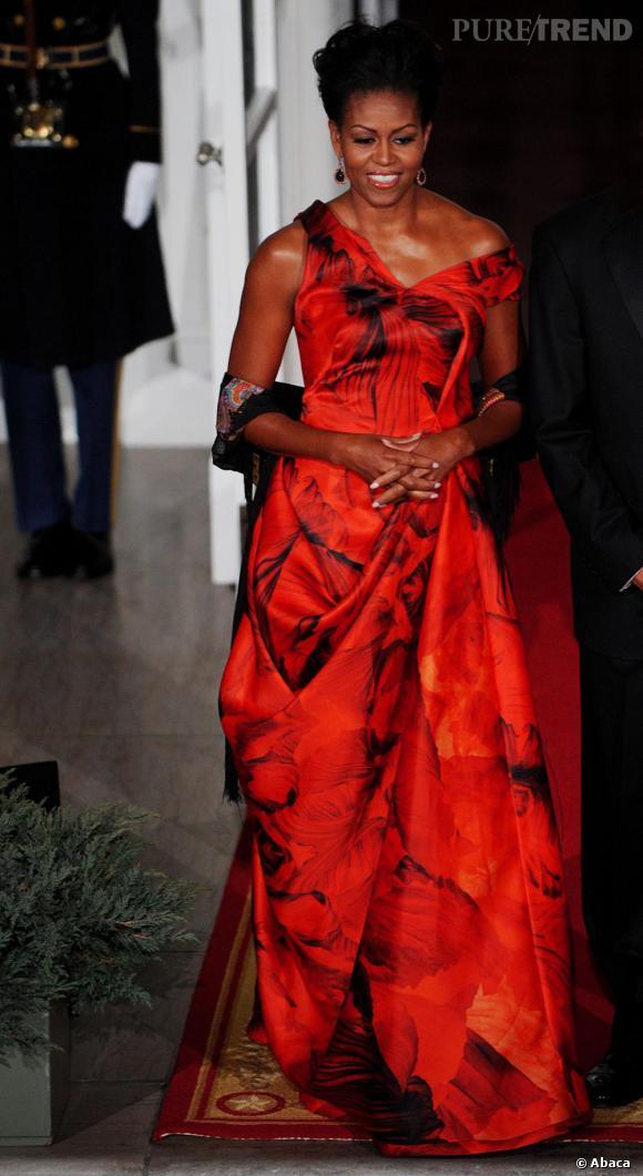 Michelle Obama porte une robe Alexander McQueen.