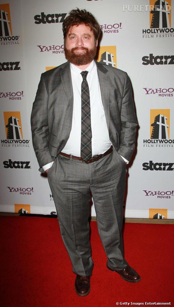 """Zach Galifianakis    Propulsé sur le devant de la scène grâce au succès du film """"Very Bad Trip"""" de Todd Phillips en 2009, Zach enchaine pourtant les petits rôles au cinéma depuis des années. Loin du physique de Matthew McConaughey, il lui aura fallu attendre dix ans pour se faire une place à Hollywood. Pas fâché pour autant, et de plus en plus plébiscité, l'acteur est la nouvelle coqueluche bankable du milieu. Un rôle dans la série indé  Bored to death  avec Jason Schwartzman et le retour de son personnage dans la suite de  Very Bad Trip , Zach ne chômera pas en 2011. Une reconnaissance tardive qui signe la lassitude du public pour les éphèbes un peu trop lisses."""