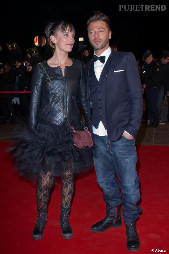 Bien-aimé Christophe Maé et sa femme. Noeud pap' et costume 3 pièces mixé  PQ14