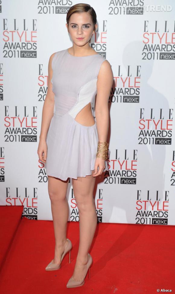 "Emma Watson, adorable en robe Hakaan et ""Pigalle Plato"" par Christian Louboutin, sacrée ""Style Icon"" ce soir-là."