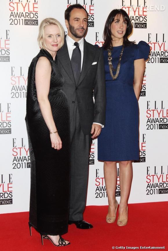 "Lorraine Candy de ELLE UK en Roland Mouret et Samantha Cameron entourent Tom Ford (en Tom Ford) qui s'est vu remettre le prix ""International Designer""."
