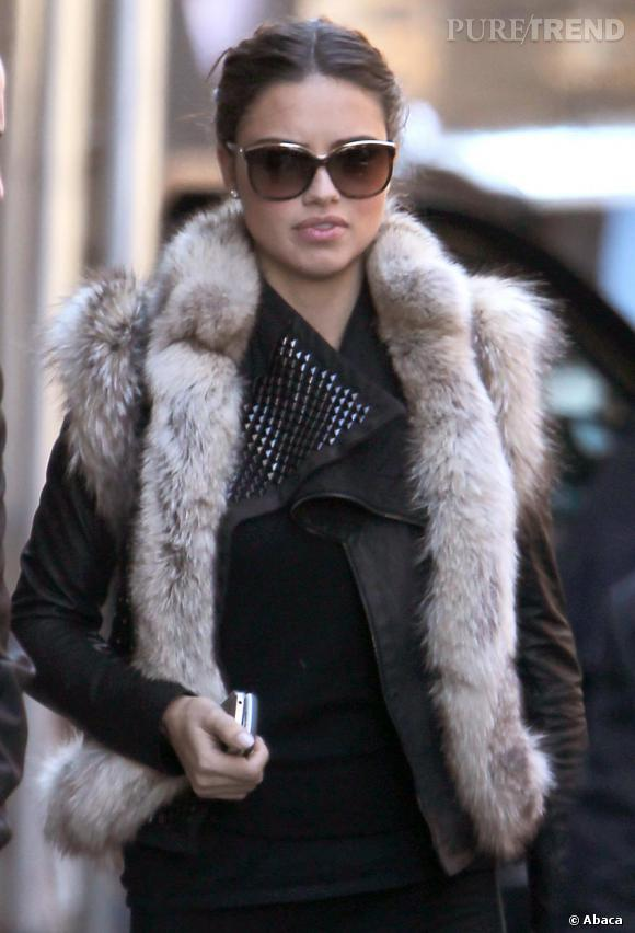 Le top Adriana Lima à la sortie de la boutique Victoria's Secret de SoHo.
