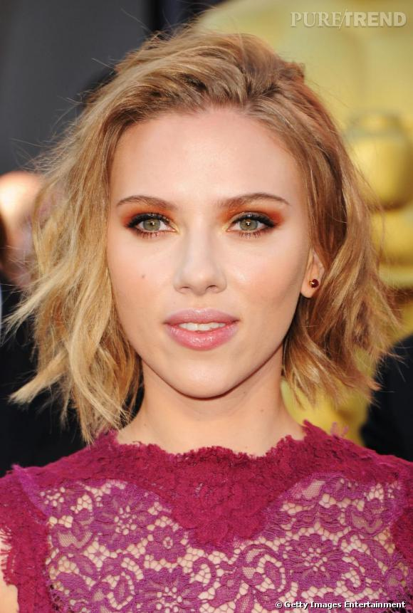le carr ondul de scarlett johansson. Black Bedroom Furniture Sets. Home Design Ideas