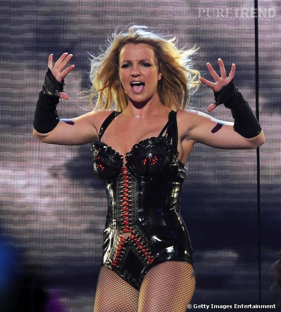 """Britney Spears donne un concert pour son album """"Femme Fatale"""" à San Francisco."""