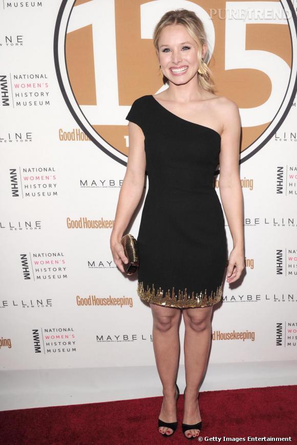 L'actrice Kristen Bell pioche dans les créations modernes de la maison avec une pièce asymétrique automne-hiver 2010/2011.