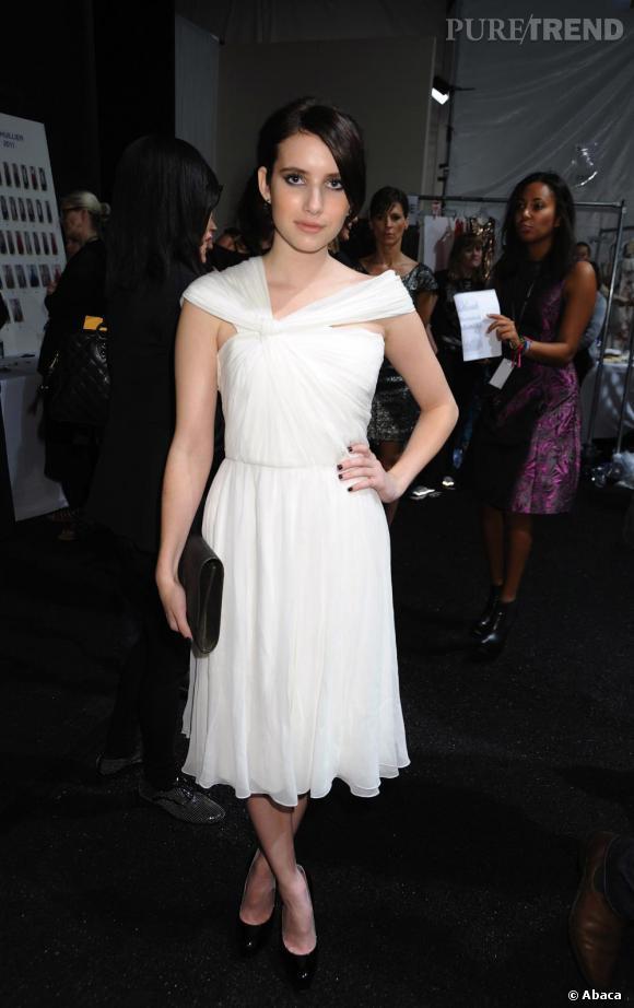 Allure virginale pour Emma Roberts dans une robe printemps-été 2011 de la maison.