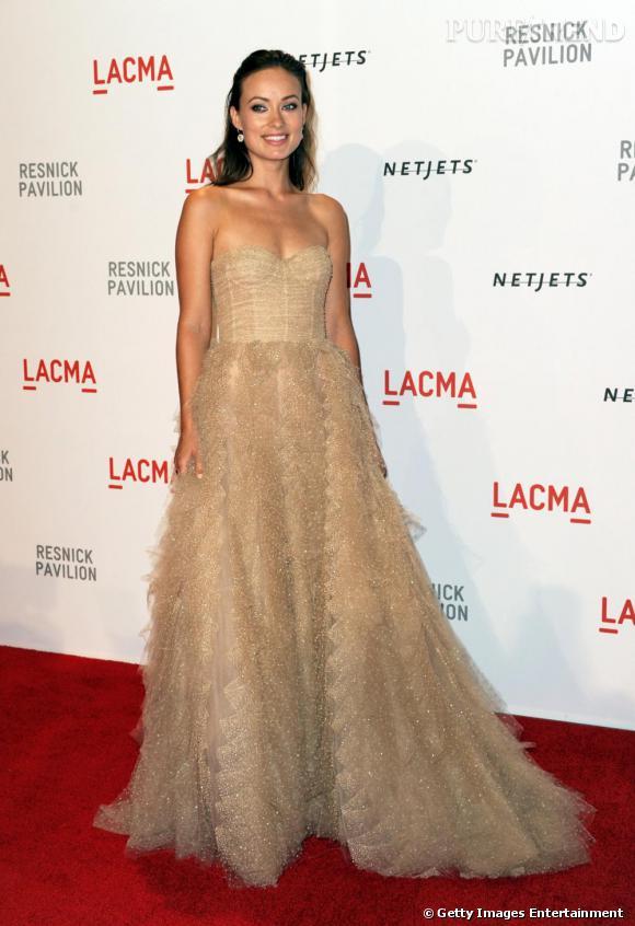 Olivia Wilde flatte sa peau dorée en robe bustier de la pré-collection automne-hiver 2010/2011.