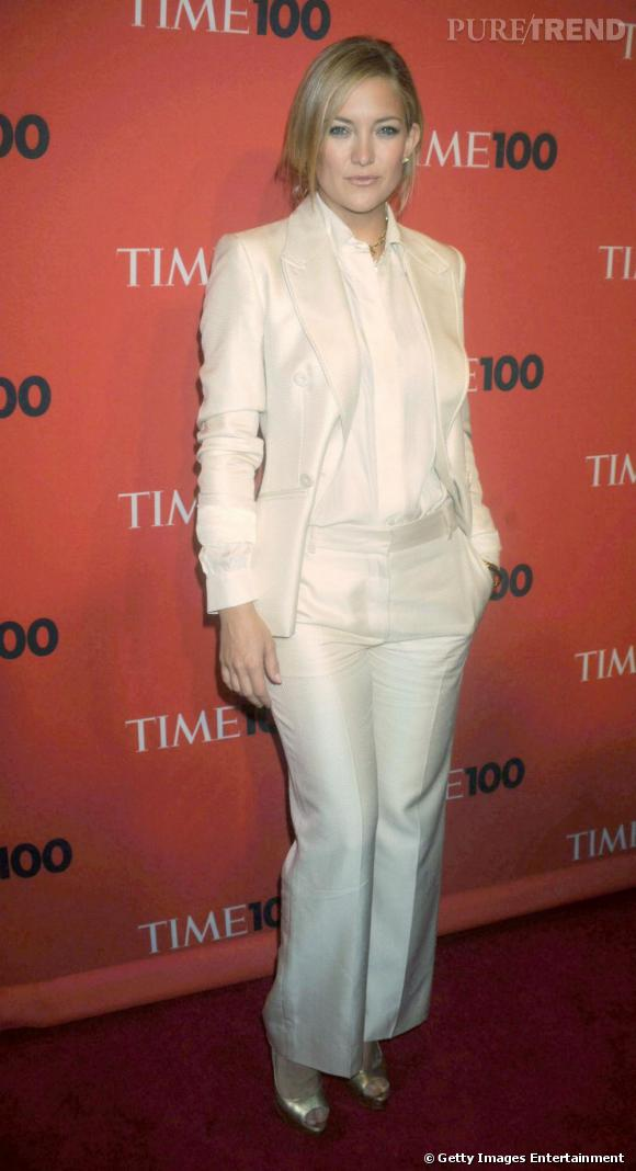 Un pantalon blanc comme Kate Hudson pour une allure masculin-féminin.