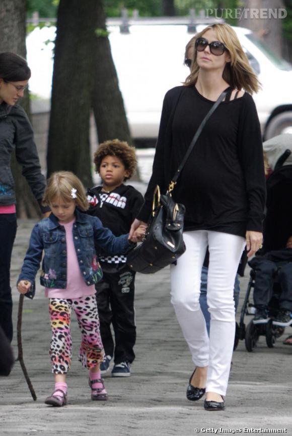 Un pantalon blanc comme Heidi Klum pour flâner le week-end.