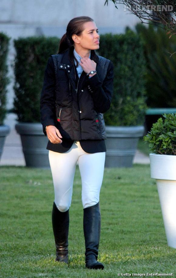 Un pantalon blanc comme Charlotte Casiraghi pour jouer les pros de l'équitation.