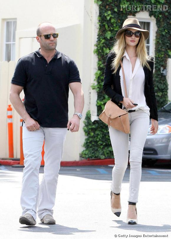 Un pantalon blanc comme Rosie Huntington pour s'offrir un mâle, un vrai.