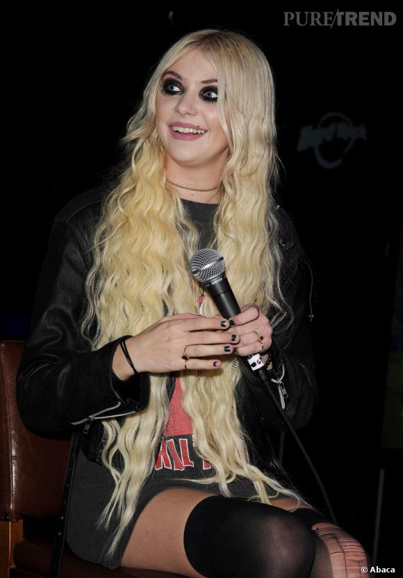 Taylor Momsen en concert acoustique au Hard Rock Café de Las Vegas.