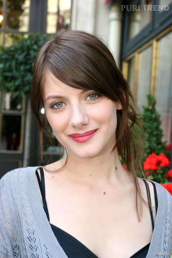 L'évolution beauté de Mélanie Laurent    Mélanie Laurent opte pour un teint pâle et une bouche framboise.