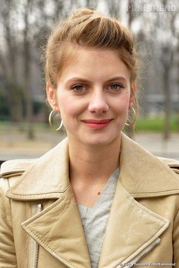 L'évolution beauté de Mélanie Laurent    L'actrice mise sur une coiffure rock & roll et un maquillage nude réhaussé d'une bouche rose.