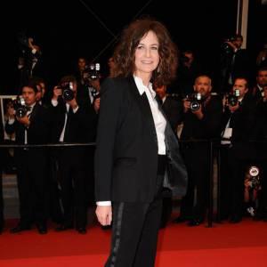 Valérie Lemercier opte pour l'audace en foulant le tapis rouge en smoking.