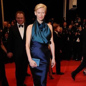 Tilda Swinton ne fait rien comme les autres, et affiche un goût prononcé pour les créateurs pointus, comme avec cette robe signée Haider Hackermann.