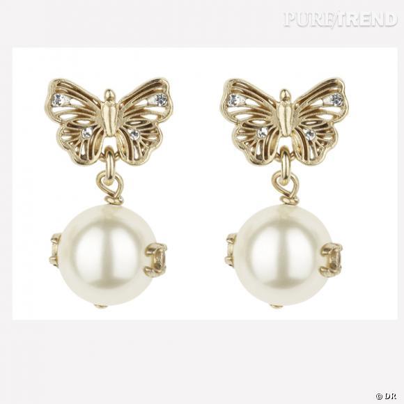 Pour les mamans Chanel...  Boucles d'oreilles dorées avec perles et strass, Chanel.