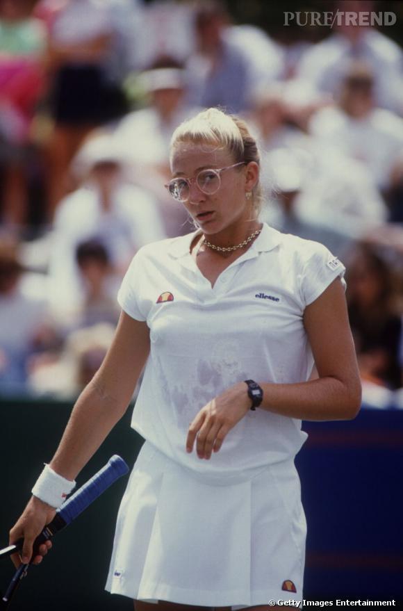 En 1993, Mary Pierce commence à percer dans le milieu mais côté look, elle a tout d'un personnage de série américaine.