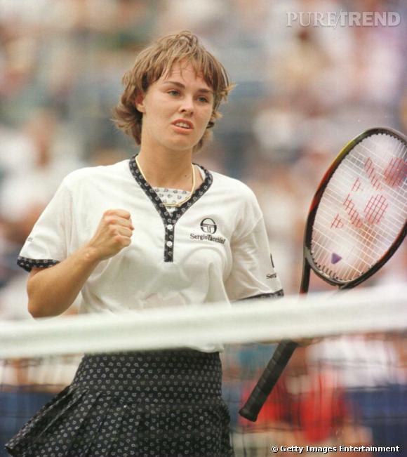 Milieu des années 90, Martina Hingis s'impose comme championne du monde junior.