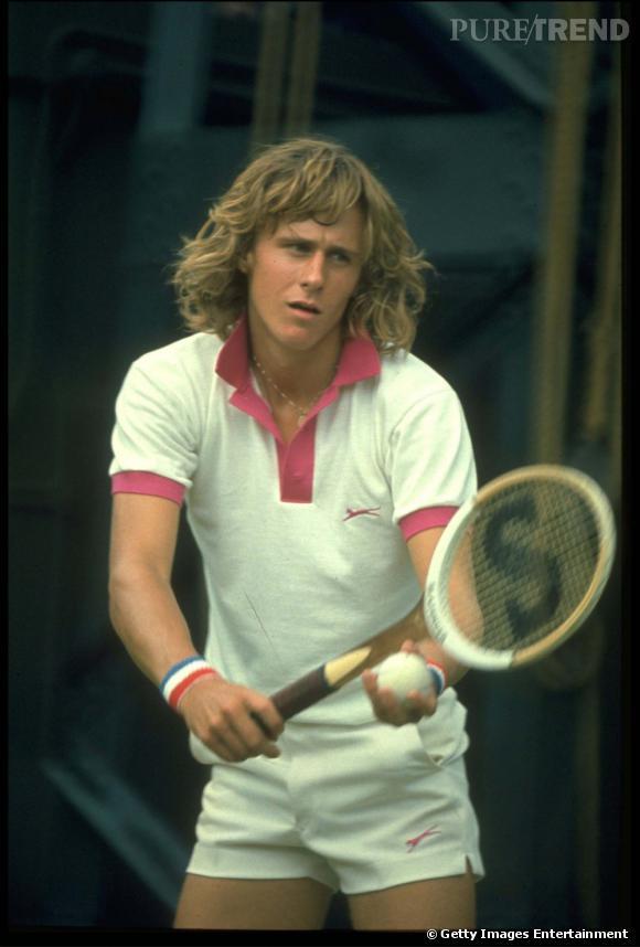 Bjorn Borg sévit sur les courts dans les années 70 et taquine la balle avec une crinière opulente.